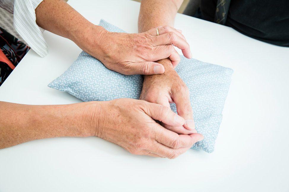 Pulsdiagnose in der Praxis für Chinesische Kräutertherapie und Akupunktur Sabine Vahling in Hamburg